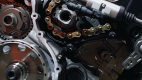 Мотор мотоцикла Dissassembled в деталях видеоматериал