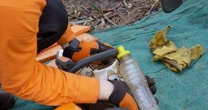 Мотор Lumberjack дозаправляя увидел 4k сток-видео
