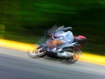 Мотоцикл на хайвее. Запачканное движение. Стоковое Изображение