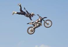 мотоцикл скачки фристайла стоковое фото rf