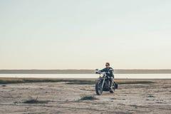 Мотоцикл катания человека Стоковые Изображения RF