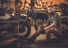 Мотоцикл каф-гонщика стиля здания механика винтажный Стоковые Фото