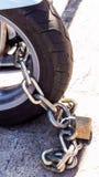 Мотоцикл обеспеченный с padlock Стоковые Фото