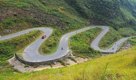 Мотоцилк бежать на дороге горы Стоковые Фото
