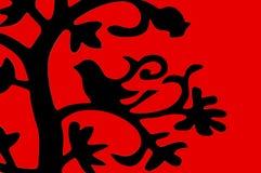 мотыга сделанная с их собственными руками Птица сидя на ветви Стоковые Изображения