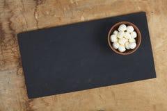 Моццарелла в шаре на каменной таблице стоковые фотографии rf