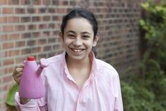 мочить девушки цветков розовый стоковое изображение rf