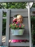 мочить девушки цветков Стоковое фото RF
