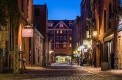 Мощенная булыжником улица в Портленде, МНЕ, на ноче Стоковая Фотография