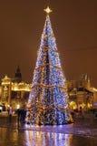 Мощенная булыжником улица в центре города Кракова, Польше Стоковая Фотография