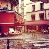 Мощенные булыжником улицы в Париже Стоковые Изображения RF