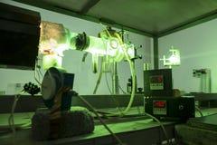 Мощный промышленный лазер зеленого цвета для исследования стоковое фото rf