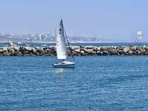 Мощёная дорожка Марина del Излучать Калифорния парусника Стоковое Изображение RF