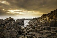 Мощёная дорожка гиганта вдоль побережья Северной Ирландии Стоковые Фото