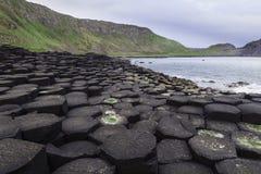 Мощёная дорожка гиганта вдоль побережья Северной Ирландии Стоковое фото RF