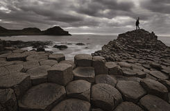 Мощёная дорожка после захода солнца, Северная Ирландия Giants, Великобритания Стоковое фото RF