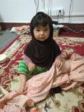 Моя дочь в доме стоковое изображение rf