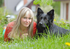 Моя жена и наша собака стоковая фотография rf