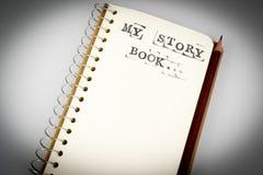 Моя книга рассказа на белизне с коричневым карандашем Стоковое фото RF