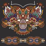 Мода вышивки Пейсли Neckline богато украшенная флористическая Стоковые Фото