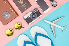 Мода и объекты перемещения лета на пастели Стоковые Изображения