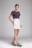 Мода носки стороны сексуальной белокурой женщины милая одевает Стоковые Изображения