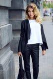 Мода прогулки улицы стоковое фото rf