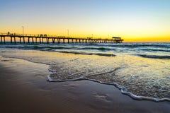 Мола пляжа Henley с людьми, южной Австралией Стоковое Фото