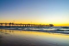 Мола пляжа Henley с людьми, южной Австралией Стоковое Изображение RF