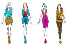 Модели способа в вскользь одежде Стоковые Изображения