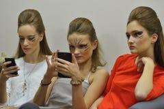 Модели ждать модный парад Стоковые Фотографии RF