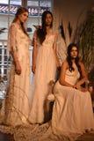 Модели представляя во время Claire Pettibone витрину собрания 4 сезонов Стоковое Изображение RF