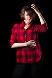 Модельная красная рука рубашки фланели на голове Стоковая Фотография