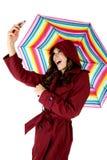 Модельное принимая selfie держа красочный зонтик Стоковая Фотография