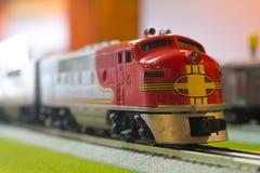 Модельный двигатель железнодорожного поезда игрушки Стоковая Фотография