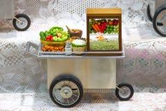 Модельный магазин масленицы тележки продовольственного магазина Стоковые Фото