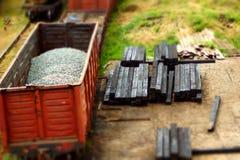 Модельный поезд на рельсовых путях Стоковое Фото