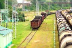Модельный поезд на рельсовых путях Стоковые Фото