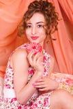 Модельный портрет девушки с стилем причёсок Стоковые Изображения