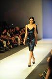Модельный showcasing конструирует от Erdem на фестивале 2011 моды Audi Стоковые Изображения