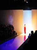Модельный showcasing конструирует от Swarovski на фестивале 2011 моды Audi Стоковые Фотографии RF