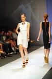 Модельный showcasing конструирует от Swarovski на фестивале 2011 моды Audi Стоковое фото RF