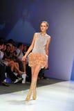 Модельный showcasing конструирует от Swarovski на фестивале 2011 моды Audi Стоковое Изображение RF