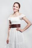 Модель в длинном белом платье Стоковая Фотография RF
