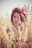 модель женской девушки азиатского пляжа кавказская китайская наслаждаясь шикарная счастливая смеясь над смешанная вне женщины кан Стоковая Фотография RF