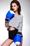 Модель женщины бокса брюнет с ярким составом Стоковое Изображение RF