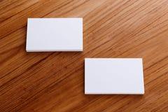 Модель-макет визитной карточки на деревянном столе Стоковое Фото