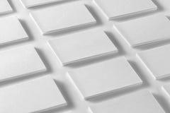 Модель-макет горизонтальных стогов визитных карточек аранжировал в строках на w Стоковое Фото