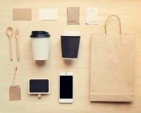 Модель-макет идентичности кофе клеймя установленный от взгляд сверху Стоковая Фотография