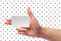 Модель-макет карточки правого женского пробела владением руки белый SIM клетчатое Стоковые Фото
